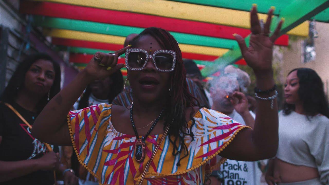 Video: Najeebah The Hemp Goddess - Smokin' Marijuana